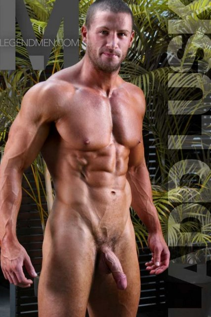 hung bodybuilder naked body